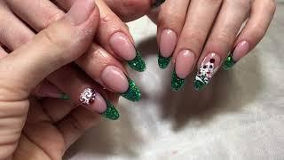 Новогодний маникюр : арт френч, Swarovski , роспись. Зелёный цвет на ногтях.