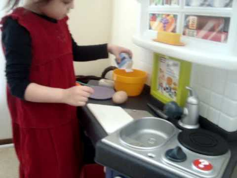 Little tikes kitchen (chef recipes) - YouTube