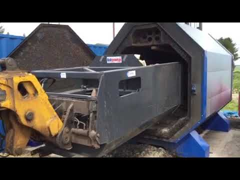Murray Machinery Ejector Bucket - Loading of logs