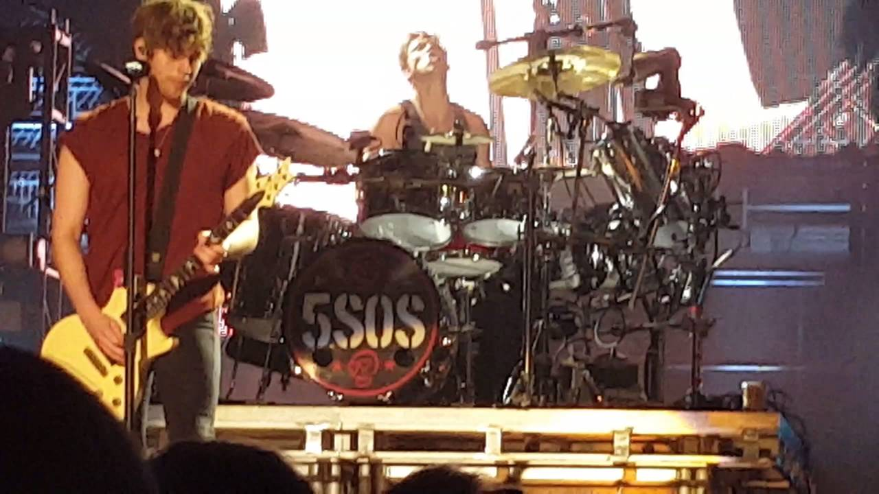 5 Seconds Of Summer Good S Omaha 8 22 4th Row