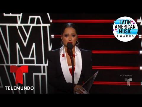 Becky G gana el premio Evolución Extraordinaria en los Latin AMAs 2019   Latin AMAs 2019