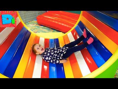 Дима Диана в изумрудном городе огромное количество счастья и веселья детский городок с аттракционами