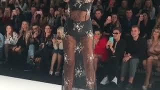 Ольга Бузова на показе Беллы Потемкиной Дефиле в платье