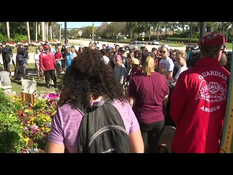 Stoneman Douglas, other schools across the US honor victims of Parkland shooting