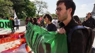 Trocadéro recouvert de faux sang contre l'extinction de masse (12 mai 2018, Paris)