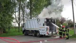 Les pompiers interviennent sur un départ d'incendie d'un camion poubelle