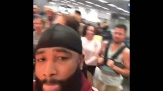 "Boxer Adrien Broner Trolls the people in the airport ""im getting ..."