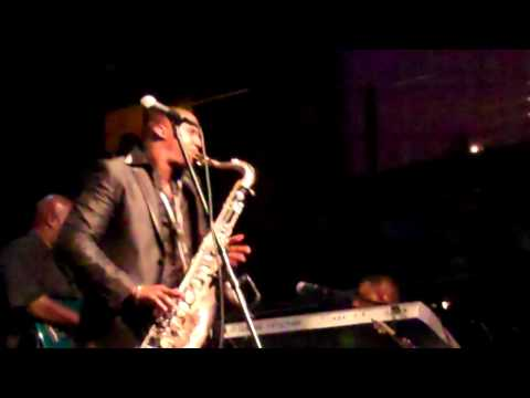 Eric Darius performs Going All Out live at Anthology