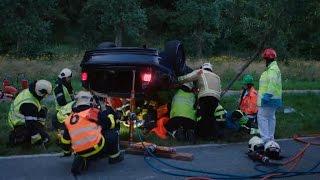 Ongeval met geknelde bestuurder! | Helden van hier: Door Het Vuur | VTM
