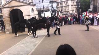 Лондон, смена караула