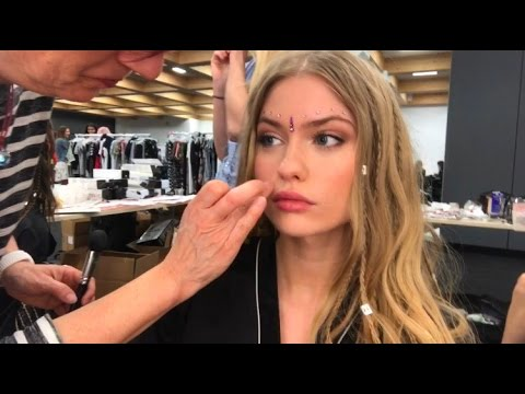 DAY IN THE LIFE OF A MODEL: BACKSTAGE AT A FASHION SHOW IN ITALY