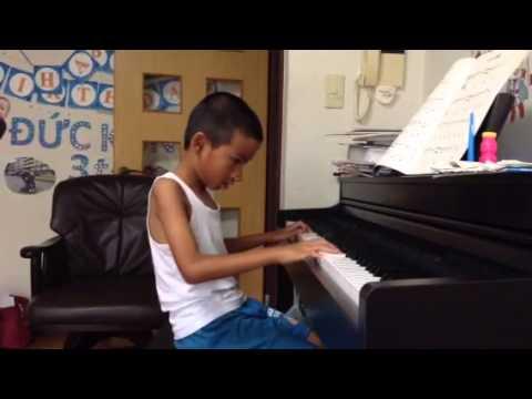 Minh luyện Piano 11/8/2015