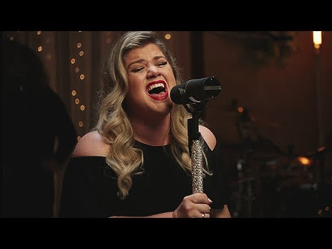 """Kelly Clarkson HITS The D6 HIGH NOTE In """"Heat"""" LIVE! (HD)"""