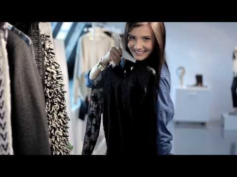 THE MYSTERIOUS GIRL visits Isabel Marant pour H&M Showroom