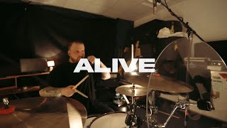 Смотреть клип Led By Lanterns - Alive