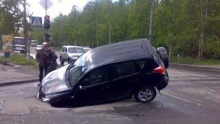 Разбили машину из-за ямы на дороге? Как возместить ущерб?(Если попали в яму и повредили свою машину, не уезжайте с места ДТП. Правильно оформляйте происшествие и..., 2016-10-16T15:00:01.000Z)
