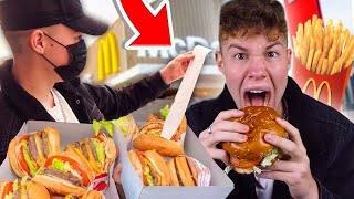 נתתי לבן אדם לפניי בתור להחליט מה אני אוכל למשך 24 שעות!! (הפעם הגזמתי)