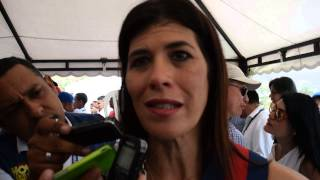 Ministra @NataliaAbello1 habla de retrasos en proyectos de #SantaMarta
