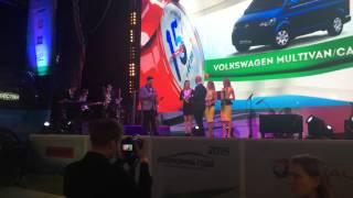 """Вручение премии """"Автомобиль года"""" в номинации """"Семейные авто"""" Volkswagen Multivan. Лиса Рулит."""