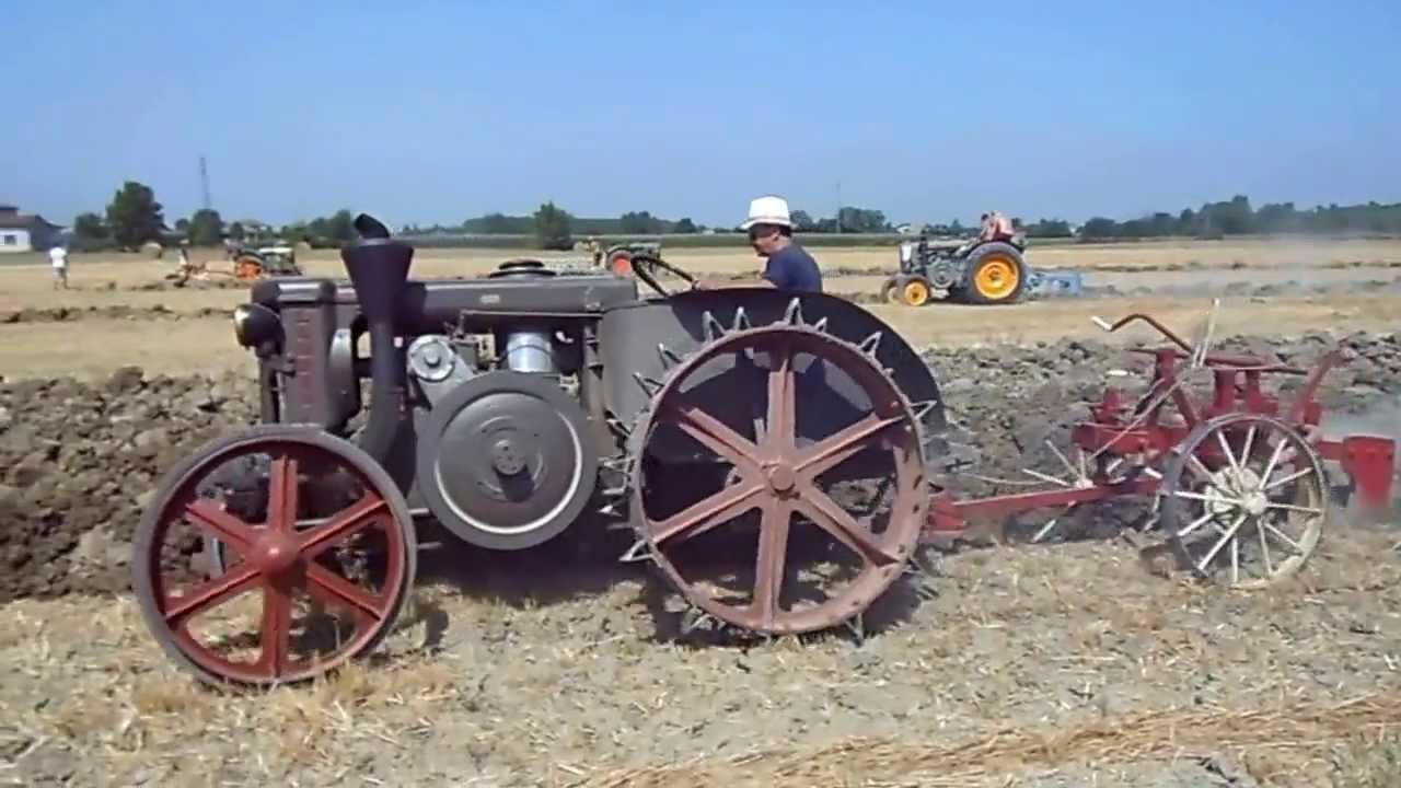 Aratura di trattori d 39 epoca a bondanello 3 video youtube for Piani di fattoria d epoca