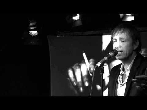 DE NUTTELOZEN VAN DE NACHT - Een dichter en de stem, over leven met Brel