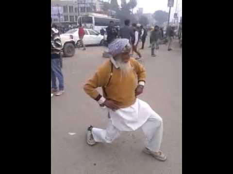 Funny Dance , Funny Punjabi Sardar ji  - Drunk Funny dance on road