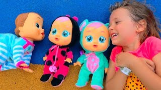 Katy play with Butterflyes and catching toy baby dolls