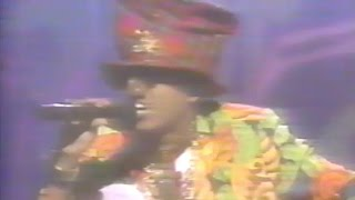 Watch Digital Underground Kiss You Back video