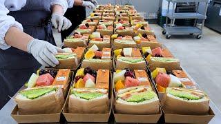 주문 폭주! 대량으로 만드는 재료 빵빵 샌드위치 과일 도시락, Sandwich master, Sandwiches made in bulk, Korean street food