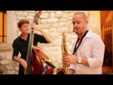 Hitched in France - Saxophone Jazz Band