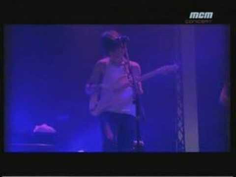 Arctic Monkeys - Perhaps Vampires.../Dancing Shoes (Live)