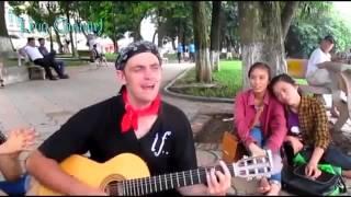 Chàng trai Tây chơi Guitar hát 'Lời Yêu Thương' bằng Tiếng Việt quá hay