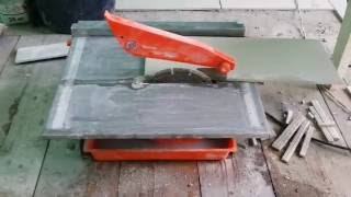 Электрический плиткорез. Использование неправильного диска. Что получилось.(Иногда приходится учиться резать и делать подрезку плитки. как это сделать? А если это керамогранит, грес,..., 2016-06-08T05:42:04.000Z)