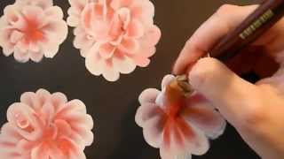 Как нарисовать красиво цветы(Узнайте, как новичку научиться рисовать карандашом и красками: http://lessons-free.ru/paintdvd Новый урок по рисованию..., 2015-11-02T16:00:00.000Z)