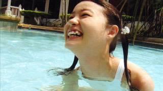 太陽とセクシー水着美少女.