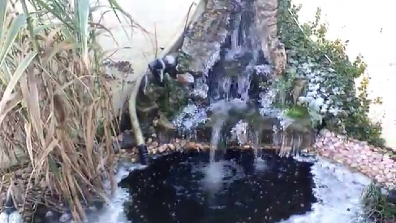 Bassin de jardin avec cascade gelee youtube for Bassin artificiel jardin