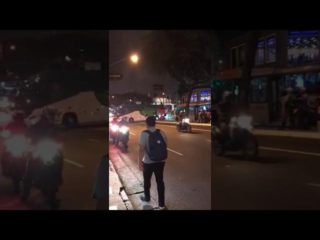 Torcedores apedrejam ônibus do Palmeiras