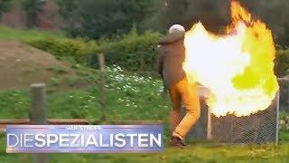 Gefährlich und dumm! - Junge (15) versucht Feuer zu löschen | Die Spezialisten | SAT.1 TV
