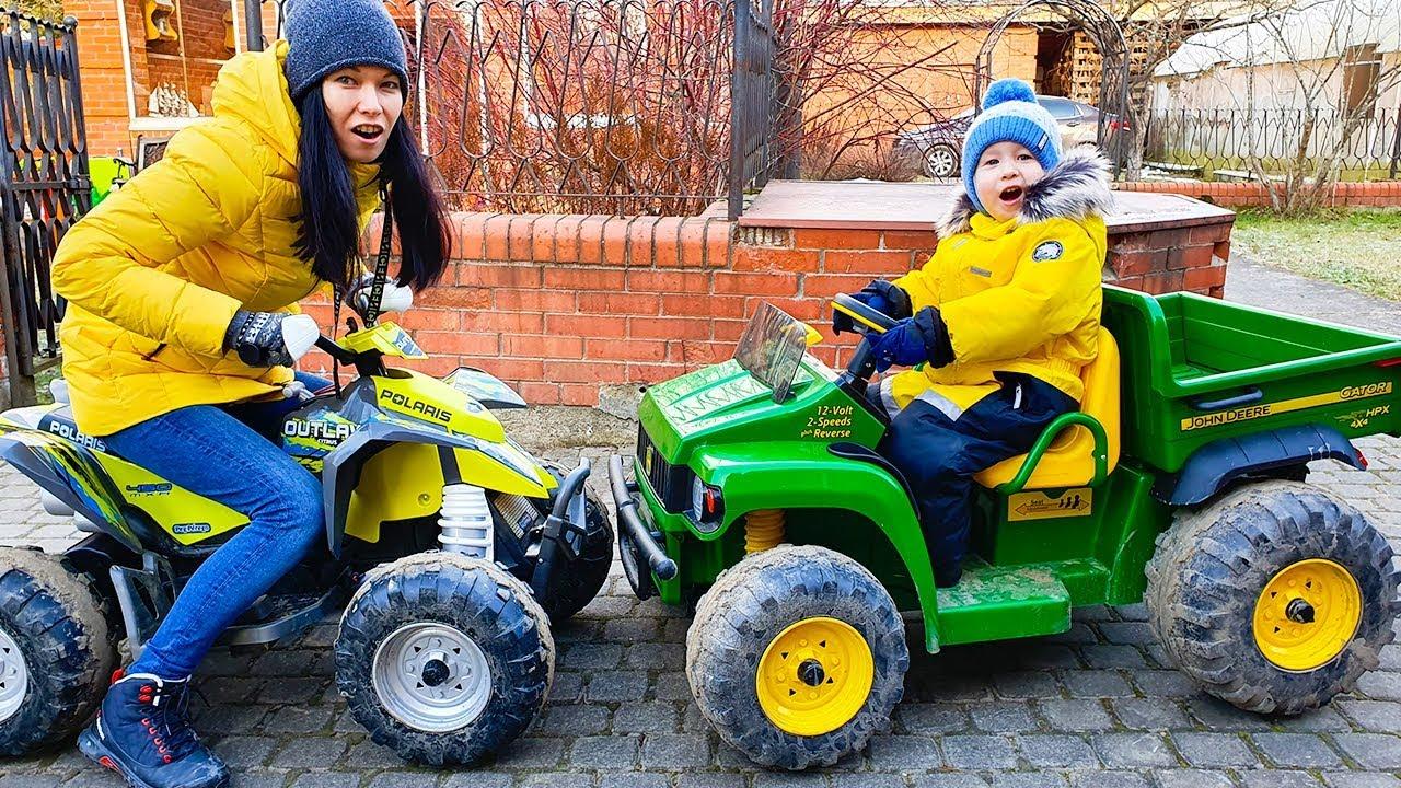 Малыш и машинки, квадроцикл и синий трактор. Видео для ...