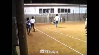 #Maradona enjoying a game of Pick Up • The other team had no chance... #10 #Idolo #RareClip �...