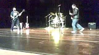 Laranja - tocando Supernaut no CEU