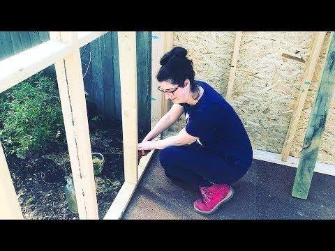 Видео: Бывший муж смеялся над Женщиной строившей Мини Дом для своих детей своими руками! Пока не увидел Это