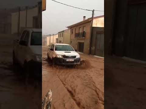 Agua entrando al casco urbano de Berlanga durante la tormenta