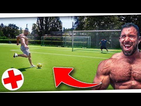 Bodybuilder REIßT sich MUSKEL! Epische Fußball Challenge vs KEVIN WOLTER + STOFFTIERE!