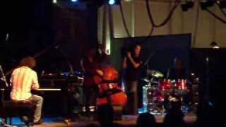Stefano Bollani Trio - Mi ritorni in mente