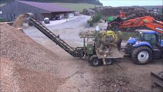 PTH 1000/1000 G Pezzolato drum wood chipper powered by NEW HOLLAND 360 Hp tractor