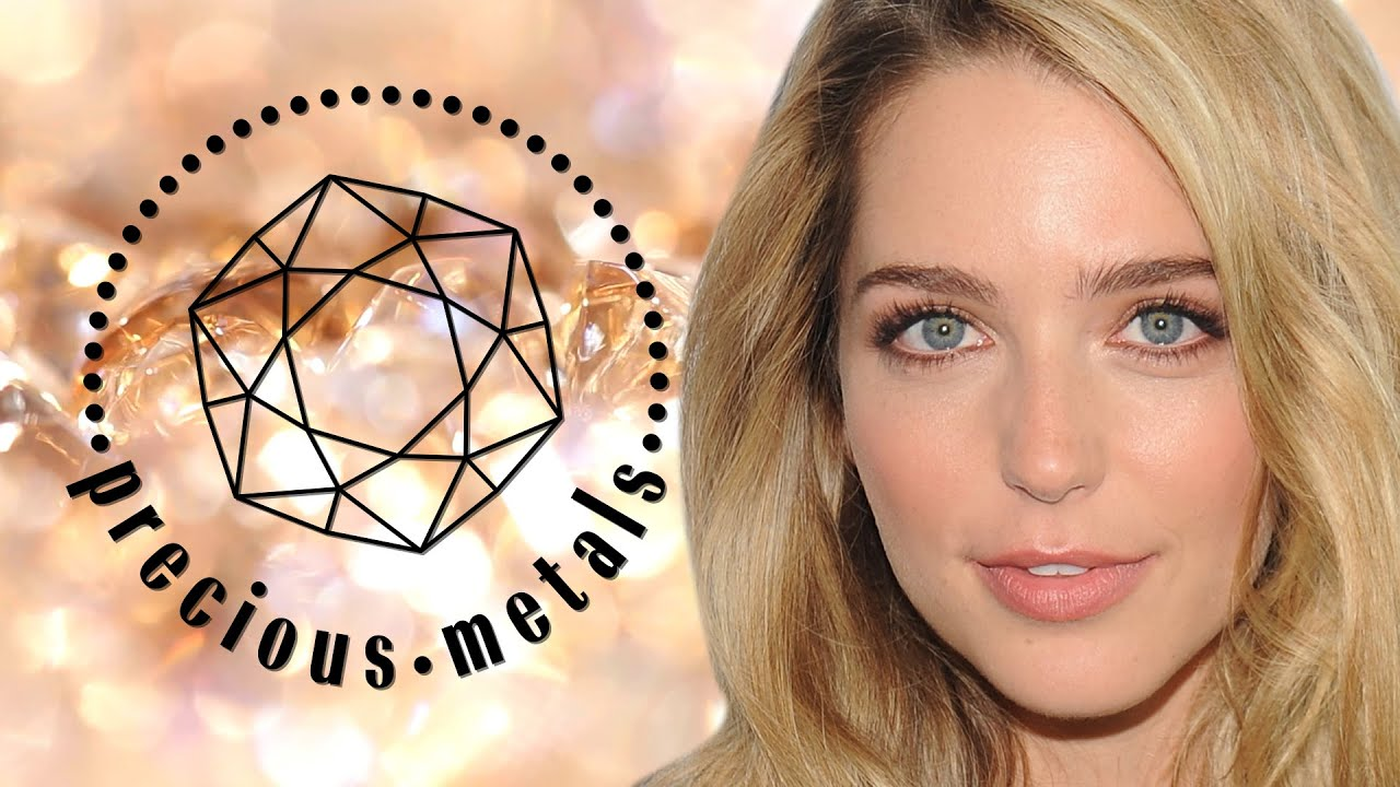 'Utopia' Star Jessica Rothe's Heirloom Wedding Ring | Precious Metals | Marie Claire