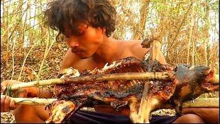 Жаренная свинья на вертеле - Охота в лесу с копьем  (HD)