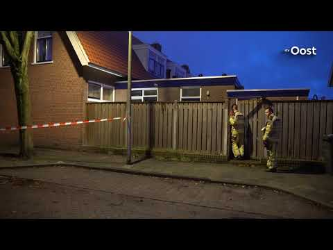 Woning in Deventer beschadigd na mogelijk explosie