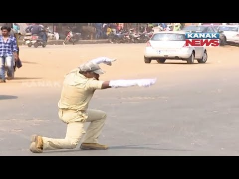Dancing Traffic Cop In Bhubaneswar